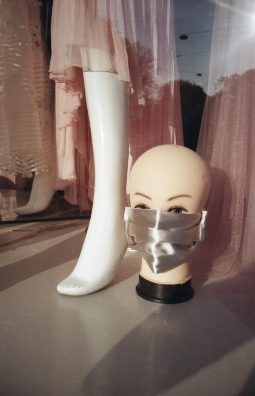 Puppe mit Maske